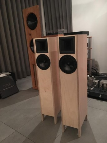 Robert speaker in plywood
